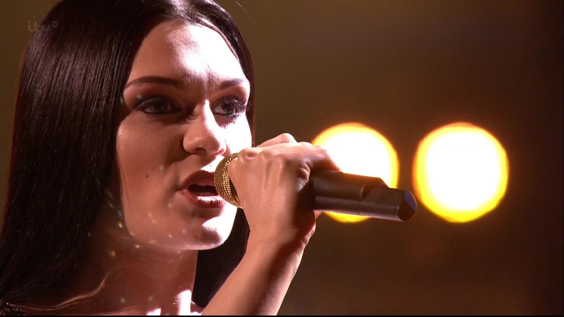 The X Factor Uk British Sensation Jessie J Praises Fleur East Axs