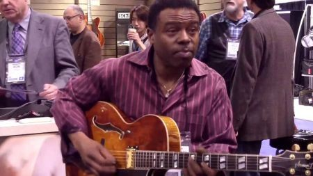 Norman Brown continues to relax audiences with soulful smooth jazz guitar