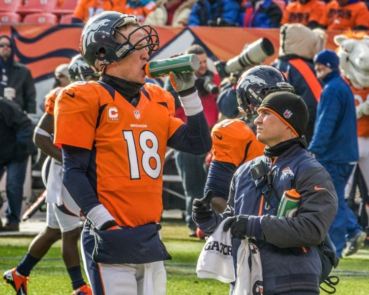 Peyton Manning sets new record, wins AFC Offensive Player of the Week
