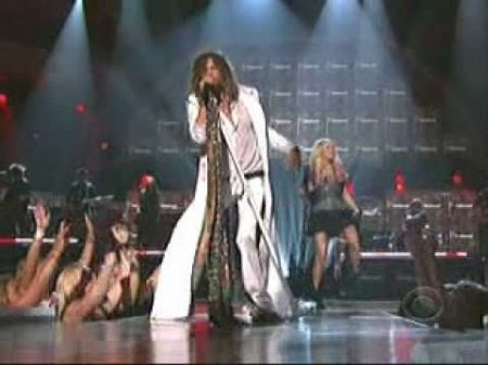 Steven Tyler surprises ACM Awards: Performs with Carrie Underwood