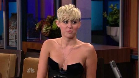Miley Cyrus wows in Manhattan skyline skirt on 'Tonight Show With Jay Leno'