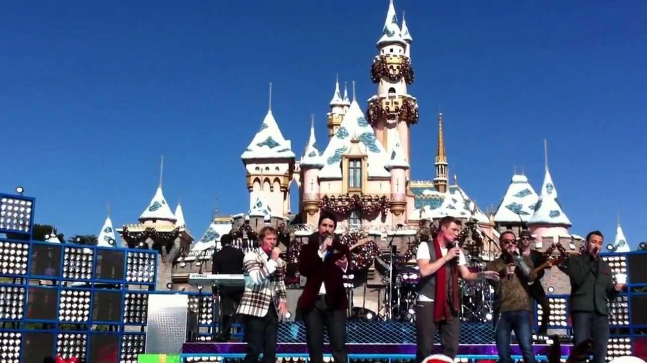 backstreet boys perform at 2012 disney parks christmas day parade