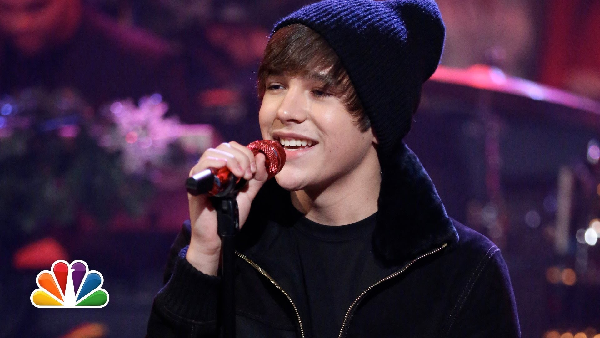 Austin Mahone performs 'Silent Night' on 'Fallon'