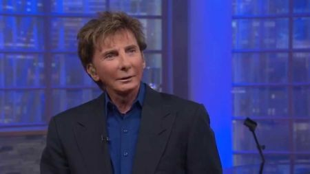 Barry Manilow earns 15th top ten album with 'My Dream Duets'