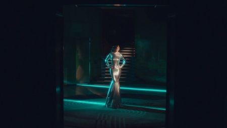Marina and the Diamonds serves glamorous music video for 'Froot'