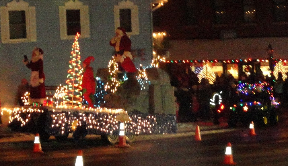 holiday lighting festival opens black friday for weekend in taylor falls - Black Friday Christmas Lights