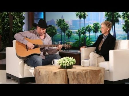 Garth Brooks stays in the top spot