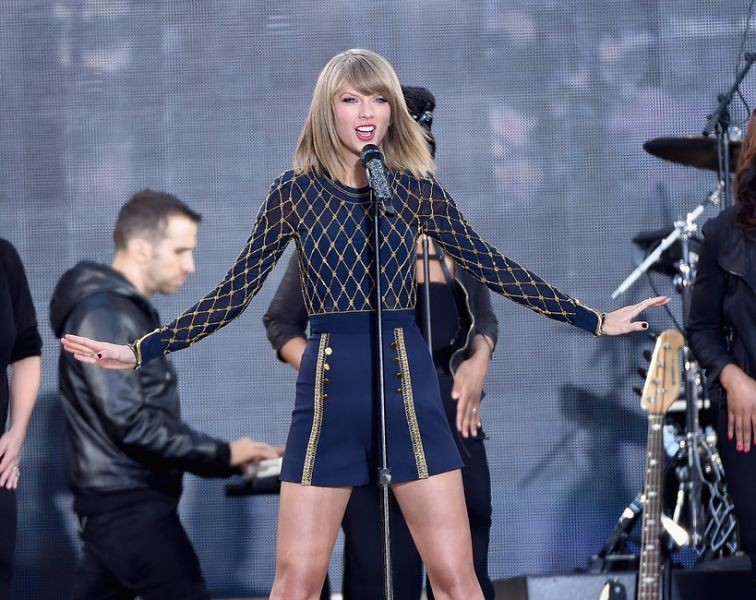 Taylor Swift's new album '1989' sells more than a million copies in first week