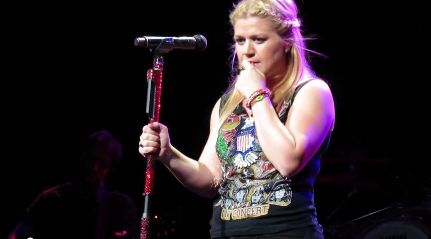 10 Kelly Clarkson tour cover songs you might have not heard but should