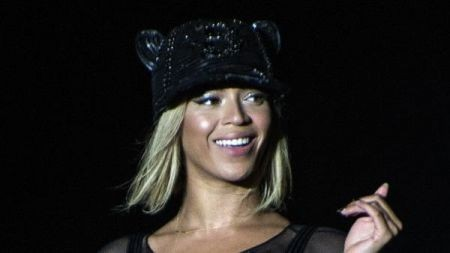 Beyonce's fifth album is a winner:  Shatters iTunes sales records