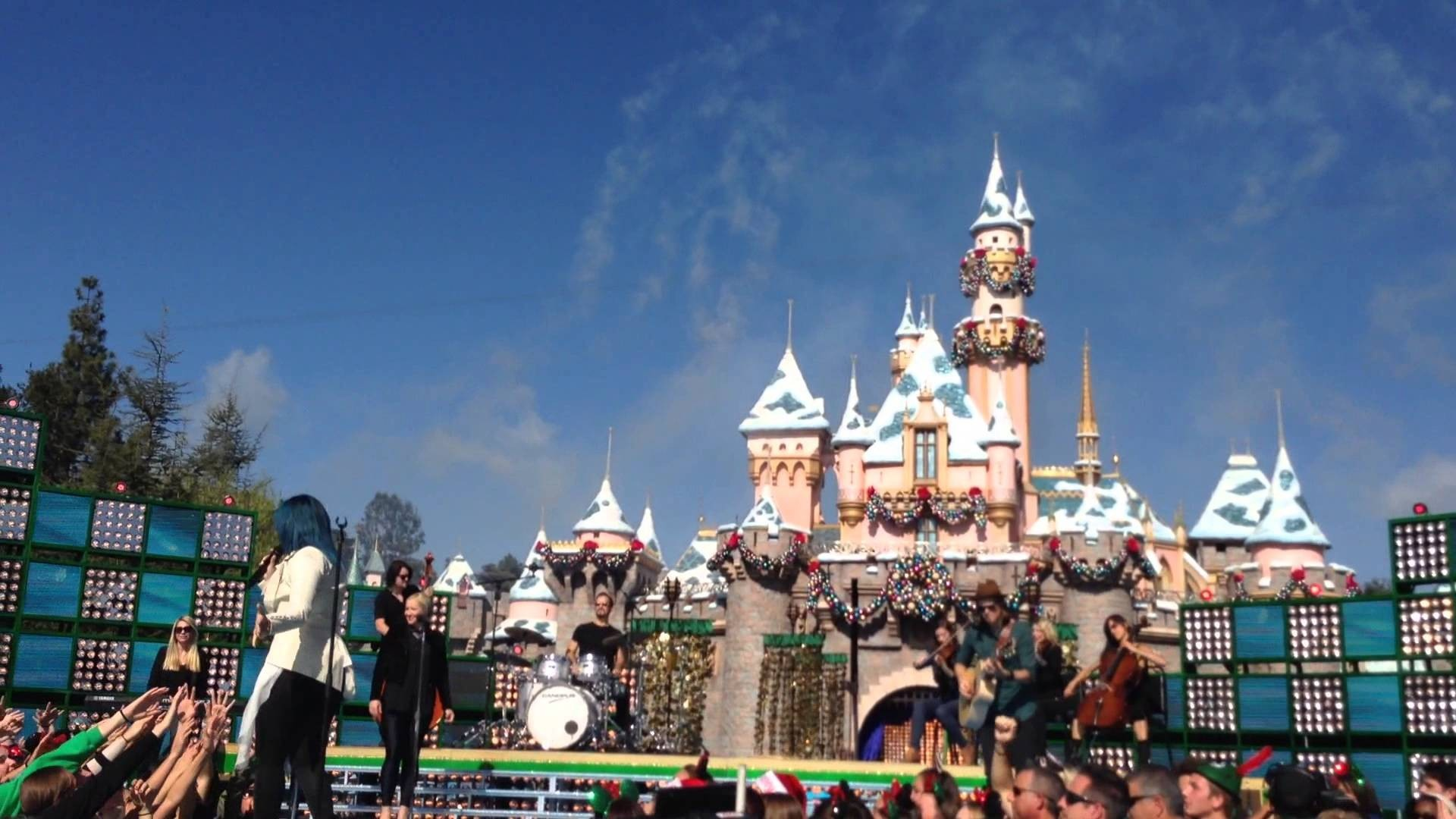 demi lovato sings let it go for disneys christmas day parade