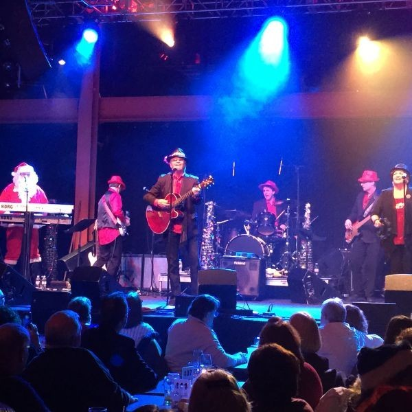 Review: Micky Dolenz brings Monkees, Christmas to Bethlehem performance