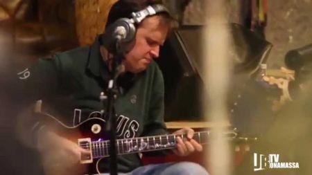 Joe Bonamassa hopes to raise $25k for charity with free Christmas song