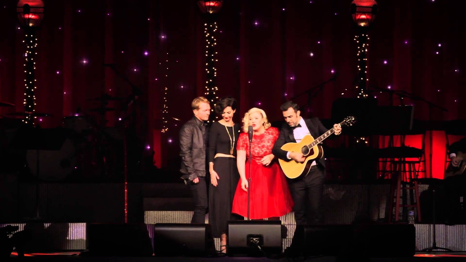 Team Kelly Clarkson gives stunning 'Wrapped In Red' performance at charity event