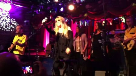 Stevie Nicks rings in 2015 with surprise NY appearance with Deer Tick