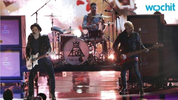 Fall Out Boy debuts at No. 1 on Top 200