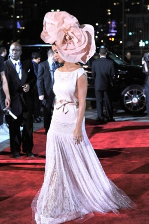 Katy Perry shines with giant pink rose hat at MusiCares (photos)