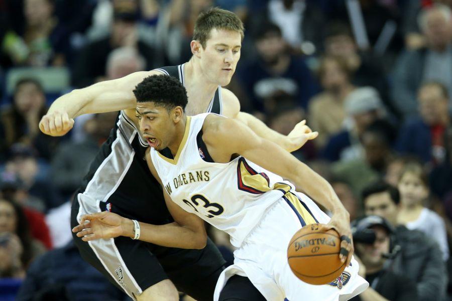 Anthony Davis Injury Pelicans Star Hurts Shoulder On Dunk Axs