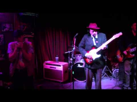 Jeff Chaz plays funky blues on his new album