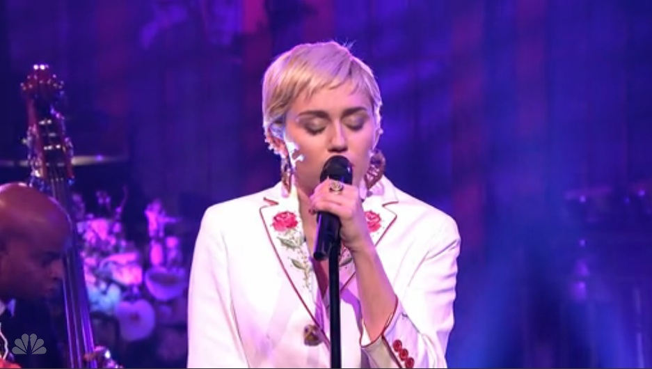 Miley Cyrus Covers Paul Simon 50 Ways To Leave Your Lover At Snl