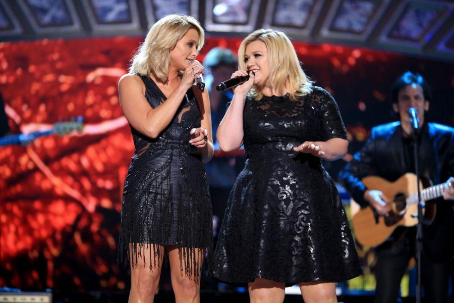 Kelly Clarkson announces summer 2015 headlining tour dates - AXS