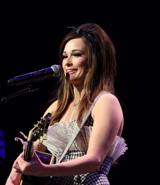 """Kacey Musgraves Performs new single """"Biscuits"""" at The Country Radio Seminar"""