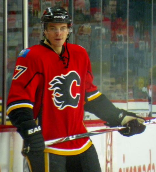 Flames beat Avalanche 3-2