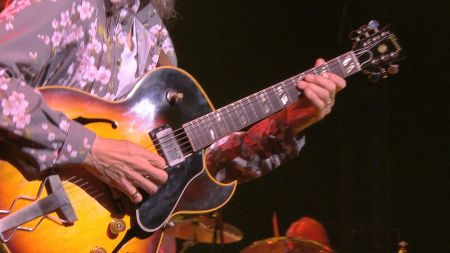 Yes and Toto team for 2015 summer North American tour