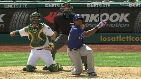 Texas Rangers: Adrian Beltre launches a homer from one knee against Oakland