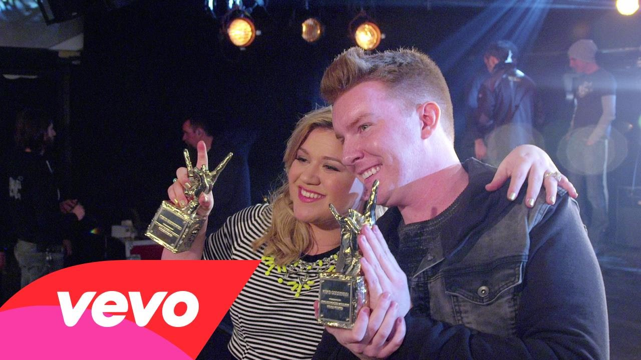 Kelly Clarkson wins two VEVO Certified Awards for 100 million views