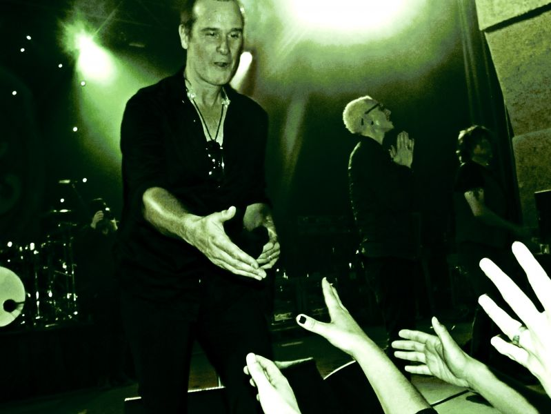 Sold-out Aztec Theatre approves of Stone Temple Pilots with Chester ...