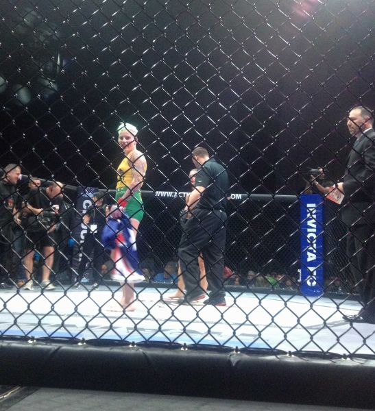 Bec Rawlings fights Lisa Ellis in Australia