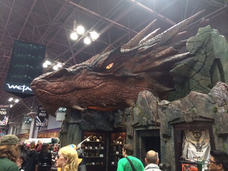 Smaug grins draconically at the New York Comic Con