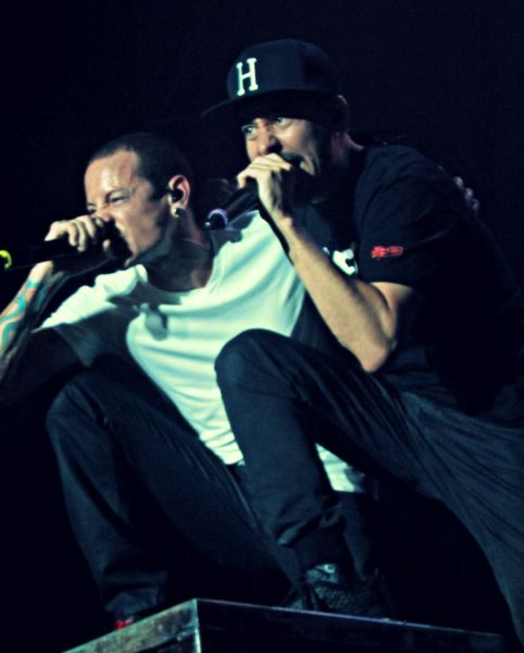 """Linkin Park vocalists Chester Bennington (left) and Mike Shinoda rock out on opening song """"Papercut"""" during the third annual River City Rock"""
