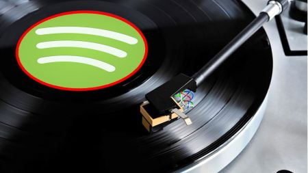AXS Open Mic: In the battle between streaming and vinyl, who wins?