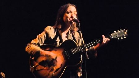 Singer-Songwriter Amber Rubarth will be touring South Africa in February