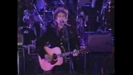 Report: Bob Dylan rumored to tour Japan in 2016