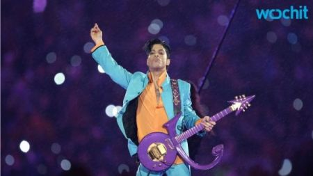 Prince announces deal to publish memoir, plays 45-minute pop-up concert in NYC