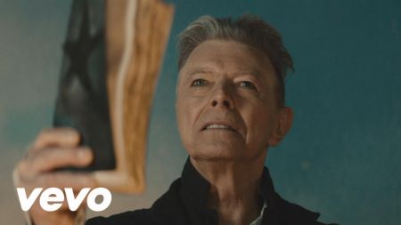 Check out the cosmic surprise David Bowie left on the vinyl version of '★'