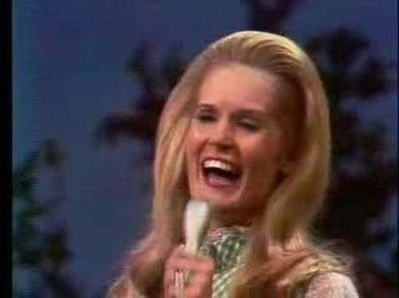 Country icon Lynn Anderson dies at 67