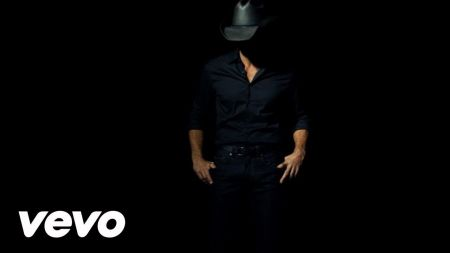 Tim McGraw invites his fans to take part in his ACM Awards performance
