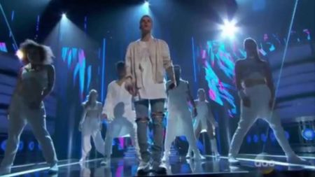 Justin Bieber reveals his current mood at Billboard Awards performance