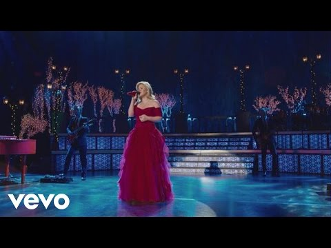 Top 5 Kelly Clarkson songs from 'Wrapped in Red'