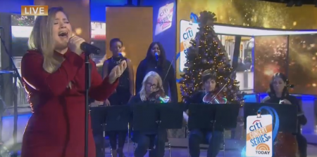 """Kelly Clarkson performs on """"The Today Show."""""""