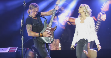 "Keith Urban and Carrie Underwood perform ""The Fighter"" at New Zealand concert."