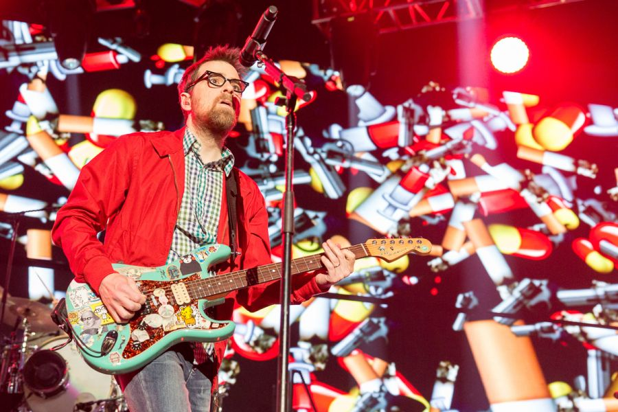 Weezer Christmas.Weezer Rivers Cuomo And Gang Back For More At Kroq