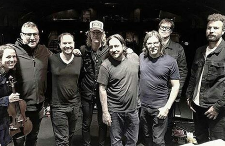 Guns N' Roses bassist Duff McKagan performed with Mark Lanegan and the Gutter Twins at a benefit for Dave Rosser on Dec.14 in Los Angeles.