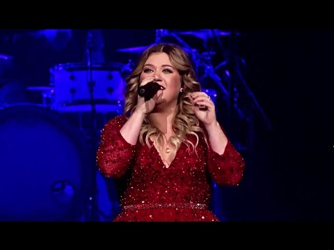 Kelly Clarkson's Miracle on Broadway does not disappoint
