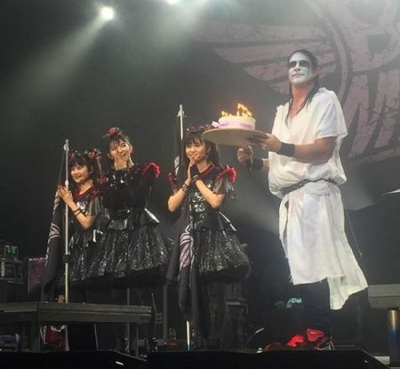 Chad Smith also helped to wish Su-Metal a Happy Birthday!