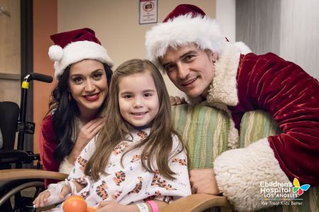 Katy Perry and Orlando Bloom dressed up as Mr. and Mrs. Claus to surprise kids at the Children's Hospital Los Angeles on Dec. 20.